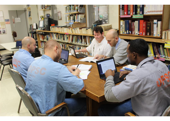 Rayburn inmates studying in library